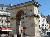 Porte Guillaume, place Darcy (10)
