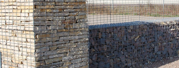 Gabion and stone pllar - Yonne